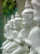 Praying statues at the entrance to the royal Temple