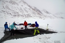 At the foot of the North Kara-Say glacier. Everyone is needed to set up our large tent as fast as possible. Esecially when it is snowing!