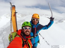 Mount Elia. First big summit of the expedition crowned by Nico and Arnaud, with a 360º view.