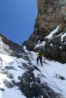 On the way down, abseil (courtesy N. Chuch).