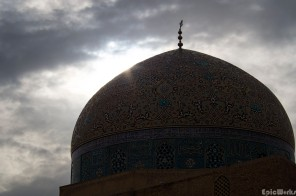The sun strikes the Lotfollah dome.