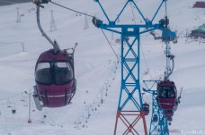 The little cable cars take us to the top of Dizin.
