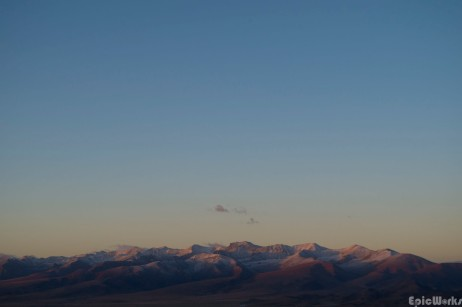 The first light reveals snowy mountain tops, themperature has strated to drop on the plateau