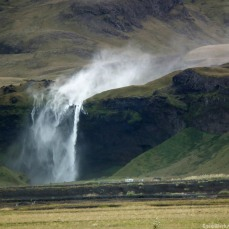 Our biggest preocupation is perhaps the blasting wind, as can be seen here, sweeping away the waterfall