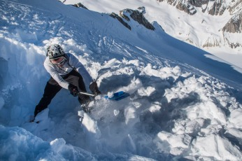 Snowdrift snowcave